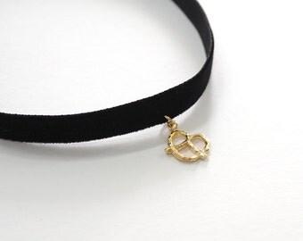Black Choker, heart necklace,Heart Pretzel necklace, Black Velvet Choker, Basic Velvet Choker,Simple Choker,choker necklace, heart choker