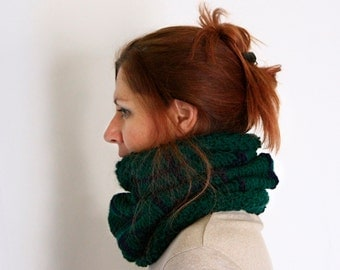 Green cowl, windowpane cowl, chunky cowl, chunky knit snood, green snood, handknit cowl, winter fashion, ready to ship