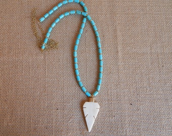 Beige bone arrowhead necklace with turquoise and brass beads, layering necklace, beach chic, neutral, boho style, brass nuggets