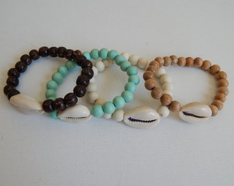 SALE Shell bracelet with wood beads, beach chic, organic jewelry, beach boho, layering bracelet, wood bracelet, neutral, ocean inspired