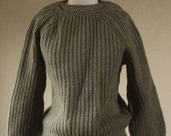 Womens Vintage Medium Wool 1950s Sweater Green Boat Neck / Fifties Knit Wool sweater Virgin Wool 40 Army Green  / Hand knit jumper German
