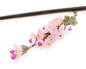 Wooden hair stick in traditonal japanese style with bouquet of pink n white lucite flowers - spring and summer kanzashi sakura hair ornament
