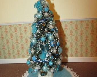 Dollhouse miniature Christmas tree - Gina's Originals