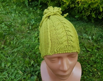 Hat in mustard, light green colour with twine.