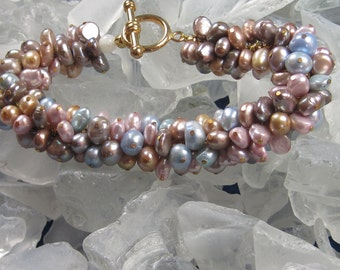 Pearl bracelet (Pastels) with toggle clasp and single Moonstone