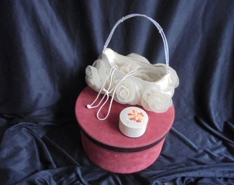 French vintage evening bag/bride bag/beaded handle with tulle flowers/shabby chic Paris apartment
