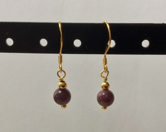 Ruby earings with gold plated 925 sterling silver.