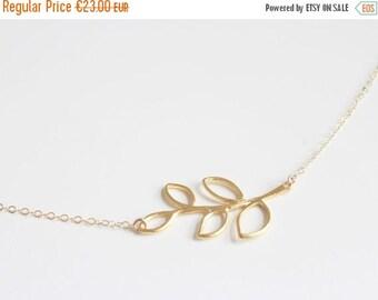 ON SALE LEAF | Leaf pendant necklace in gold