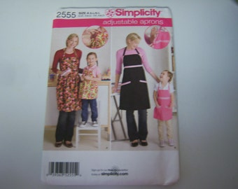 Simplicity #2555 Pattern, Factory Fold, Never Used, Apron Patterns, Mom and Child Patterns, Complete With Instructions
