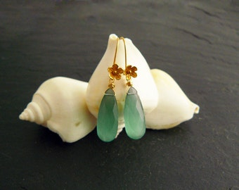 New: long earrings with faceted semi-precious stone, long earrings gold earrings with quartz Briolettes, gold earrings green, gilded meergrün
