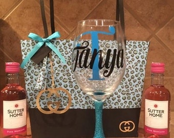 Bridesmaids girft bag with wine glass... Please order 3 or more!