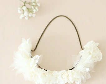 Headband Crown of flowers in ivory lace wedding / Bohemian - Chic - model Clementine