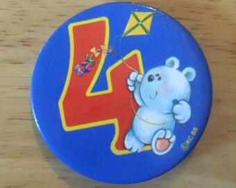 Vintage Badge Age 4 Bear with Kite 1988 1980s Novelty Birthday Badge (1)