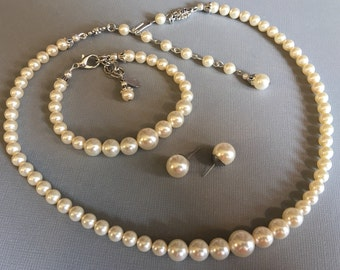 FOUR Bridesmaid Jewelry Sets Pearl Necklace Bracelet Earrings in a Classic Single Strand ivory Swarovski Pearls bridal wedding jewelry bride
