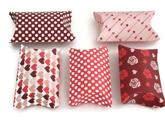 Set of 5 valentine's day - small pillow boxes - heart box - treat boxes - gift boxes - pink treat box - valentine's day treats