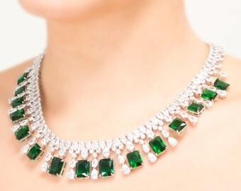 Lara Heems Enerald jewellery set