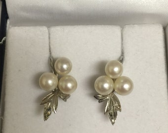 Silver and Pearl Vintage Clips with floral motif.