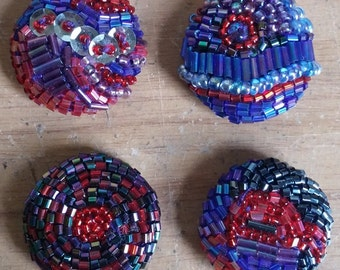 BEADED BUTTONS REDBLUE