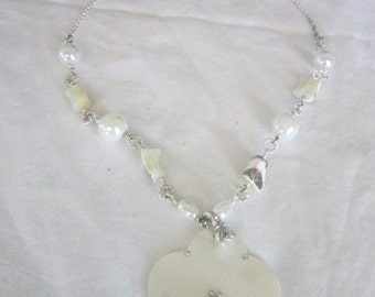 Vintage Pretty Mother of Pearl Necklace with Rhinestones