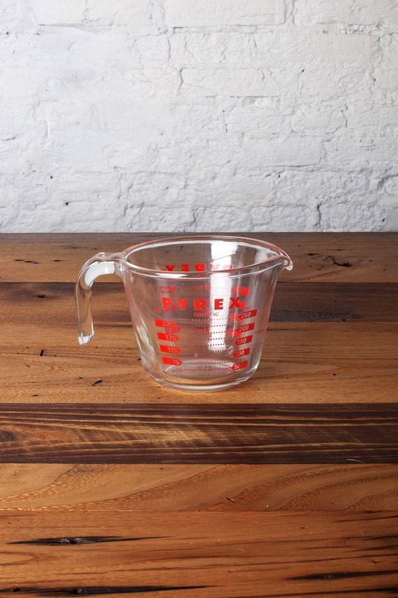 vintage pyrex glass measuring cup. Black Bedroom Furniture Sets. Home Design Ideas
