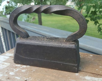 Vintage SAD Iron - Antique Iron, Cast Metal Iron, Farmhouse, Rustic Decor, Flat Iron, Clothing Iron, Twisted Handle, Primitive, AG Williams