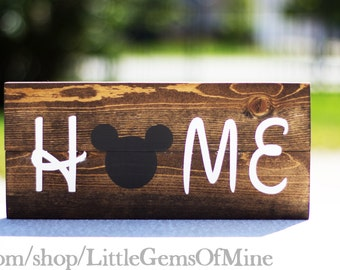 Pallet style Micky Mouse hand painted wooden Home Decoration // Hand painted sign // Disney decor // Housewarming gift // Gifts for Her