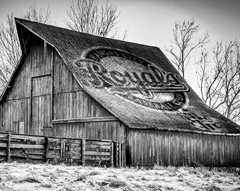 Vintage Barn with Royals roof Logo