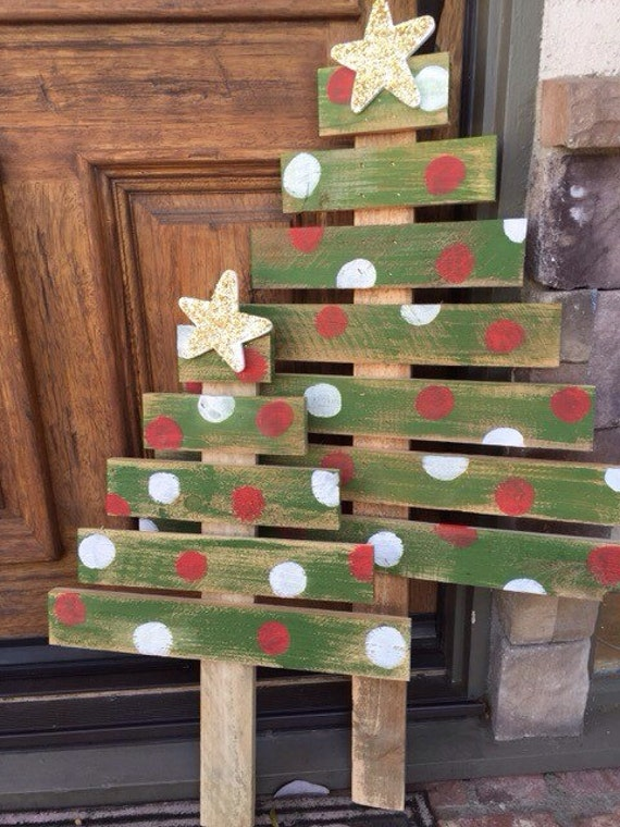 Outdoor christmas decorations with pallets : Pallet christmas tree by walkergirlboutique