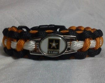 US Army paracord / survival bracelet, with whistle.