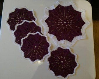 Handmade crochet doily, set of 5, deep fuchsia table decoration, crocheted place mat, large doily 32 cm, small doilies 20 cm