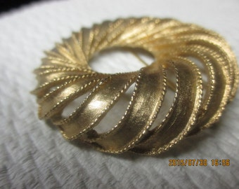 Boucher swirl circle brooch