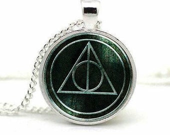 Harry Potter and the Deathly Hallows Pendant Necklace, Harry Potter, Deathly Hallows, Voldemort, Dumbledore, Howgarts, Magic, Magic wand