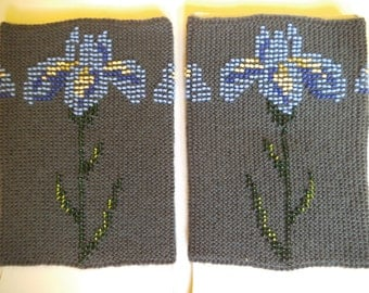 Short wrist warmers, Knitted wrist warmers, Beaded wrist warmers, grey wrist hand warmers, luxury wrist warmers, with flower