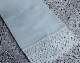 White Linen Damask Towel / Vintage Crochet Lace Edge Towel / Cameo Rose Pattern Towel / Bath Decor / Decorative Towel