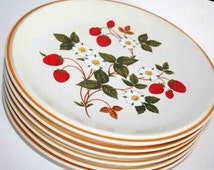 1970's Set of FOUR (4) Sheffield Strawberries N' Cream Dinner Plates, Retro, Country Cottage, Farmhouse, Cabin Decor, Bed and Breakfast Inn