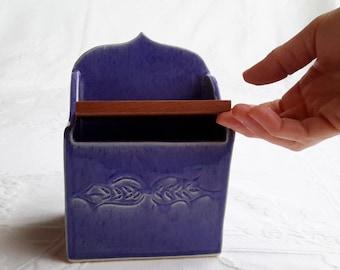 ceramic salt box with lid, salt pig, ceramic salt cellar, handmade salt box, pottery salt pig, kitchen, salt keeper, kosher salt jar,