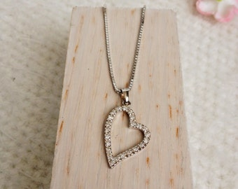 Asymmetrical heart pendant necklace and chain, vintage, but nine, Valentine's Day, french jewelry, accessories fashionista