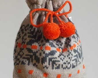 Beige knitted bag with orange-gray pattern
