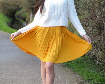 Yellow pleated skirt vintage