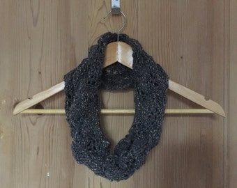 Patterned hand-knitted snood