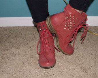 SHAKE UR BOOTIES - Red Combat Boots