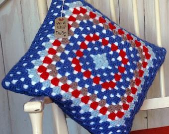 Cushion cover. Granny square.