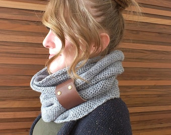 Sparkly Chunky Scarf Women Infinity Scarf Grey Knit Scarf with Genuine Leather Cuff Circle Scarf with Cuff Winter Scarf Loop Scarf