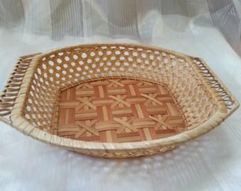Birchbark sneck bowl in the patterns of leaves of a birch