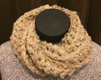 Twisted bulky cowl
