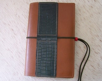 Protects craft book in brown leather (adjustable from 150 to 1000 pages)