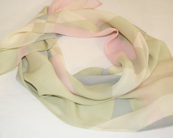 Scarf with geometric pring