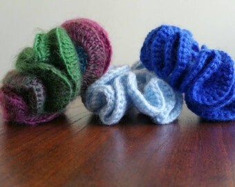 Set of 3 crochet ponytail holders, Girl's scrunchies, Girls hair clip accessories, crochet elastic hair ties
