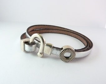 Silver leather strap with folding clasp in U