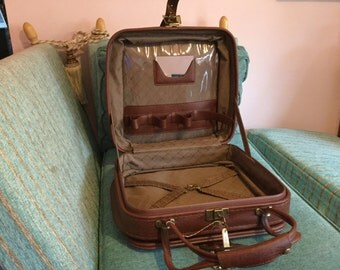 Gentlemens beautiful brown travel case
